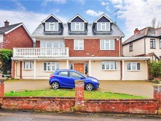 6 bedroom detached house in Loughton