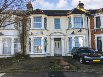 2 bedroom first floor converted flat in Ilford