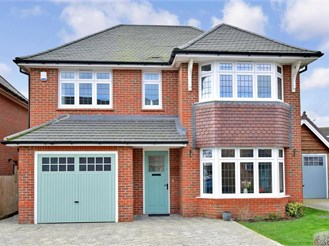 4 bedroom detached house in Basildon