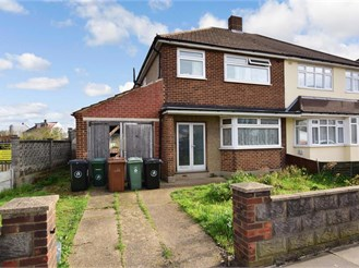 3 bedroom end of terrace house in Chadwell Heath