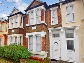 3 bedroom terraced house in Forest Gate, London