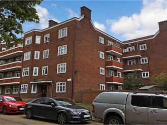 1 bed ground floor flat in South Woodford