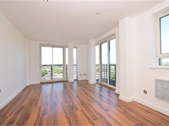 2 bedroom seventh floor apartment in Chadwell Heath