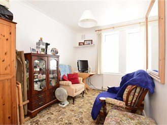 2 bedroom ground floor maisonette in Hornchurch