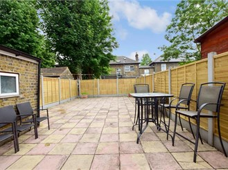 5 bedroom terraced house in Forest Gate, London