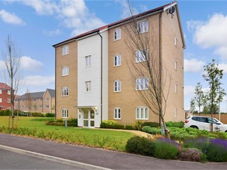 2 bedroom ground floor apartment in Chigwell