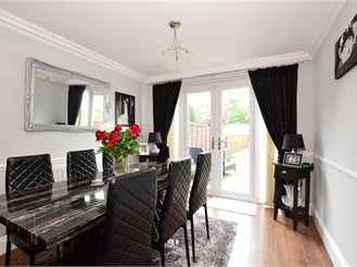 3 bedroom semi-detached house in Collier Row