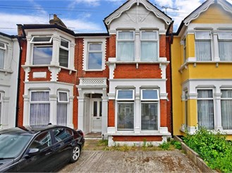 1 bedroom ground floor converted flat in Ilford