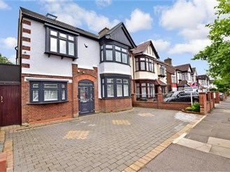 5 bedroom semi-detached house in Ilford