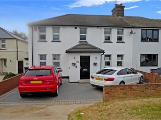 4 bedroom semi-detached house in Dartford