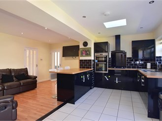 5 bedroom semi-detached house in South Woodford
