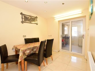 4 bedroom town house in London E10