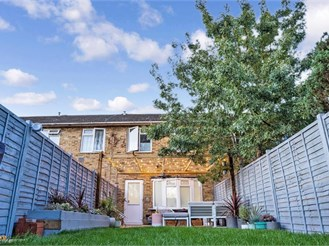 2 bedroom end of terrace house in Chingford