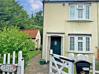 2 bedroom semi-detached house in Waltham Abbey