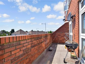 2 bedroom top floor flat in Chadwell Heath