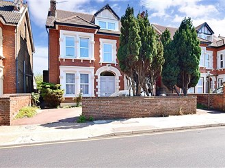 8 bedroom detached house in Gravesend