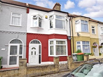 3 bedroom terraced house in East Ham, London