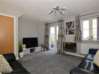 3 bedroom terraced house in Wainscott, Rochester