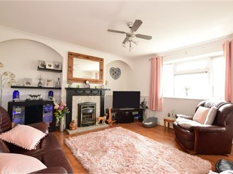 3 bed top floor flat in Ilford