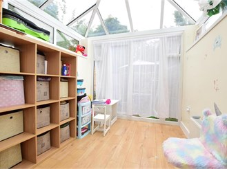 2 bedroom end of terrace house in Ilford
