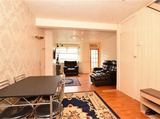 3 bed terraced house in Romford