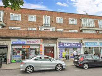 2 bedroom top floor flat in Barking