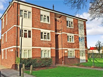 1 bedroom first floor flat in Hainault, Ilford