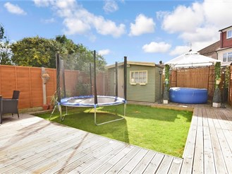 3 bedroom semi-detached house in Wickford