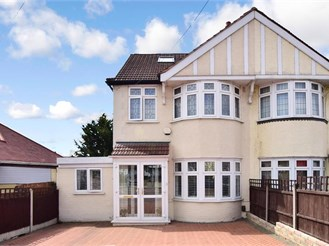 4 bedroom semi-detached house in Clayhall, Ilford