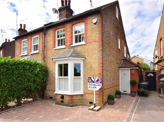 3 bedroom cottage in Theydon Bois