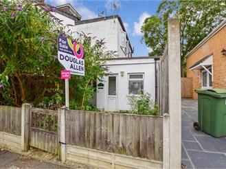1 bedroom ground floor flat in South Woodford