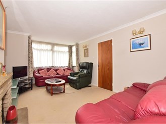3 bedroom semi-detached house in Clayhall, Ilford