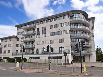2 bedroom fourth floor apartment in Chadwell Heath