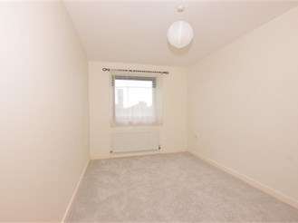 2 bedroom third floor apartment in Stratford
