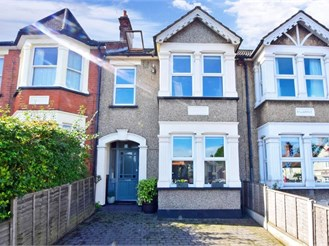 4 bedroom terraced house in Brentwood