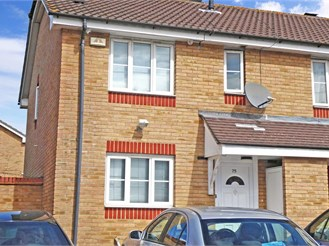 3 bedroom end of terrace house in Beckton, London
