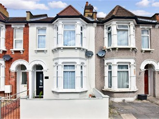 2 bedroom terraced house in Ilford