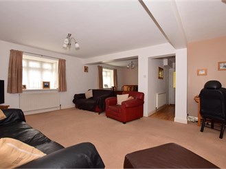 5 bedroom semi-detached house in Chadwell Heath