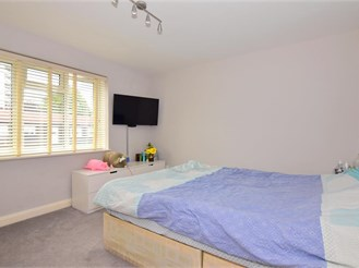 2 bed first floor flat in Chigwell