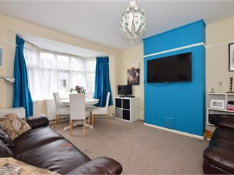2 bedroom ground floor maisonette in Clayhall, Ilford