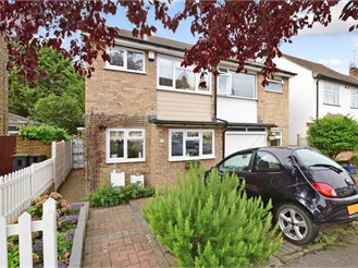 2 bedroom semi-detached house in Chigwell