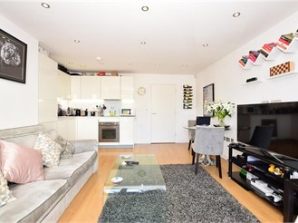 2 bedroom first floor flat in Loughton