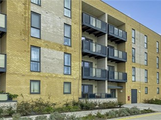 2 bed top floor flat in Barking