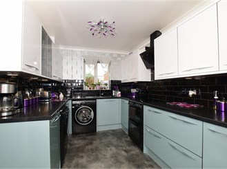 4 bedroom town house in Allhallows, Rochester