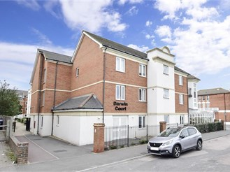 1 bed ground floor flat in Cliftonville, Margate