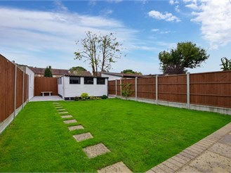 4 bedroom end of terrace house in Ilford