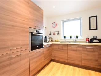 1 bedroom ground floor apartment in Brentwood