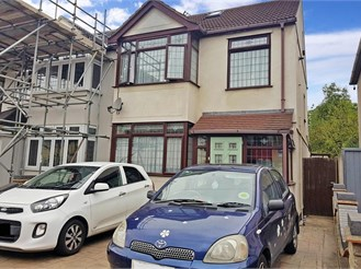 3 bedroom semi-detached house in Rainham