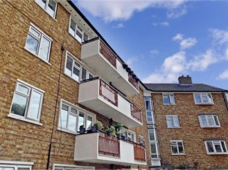 2 bedroom first floor flat in South Woodford