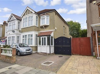 3 bedroom semi-detached house in Barking